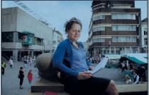 Foto bij artikel in Brabants Dagblad over quizvragenmaker die meewerkt aan De Slimste Mens.