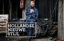 Man in blauw pak, foto gebruikt bij de haringquiz, met quizvragen over Hollandse Nieuwe Stijl.